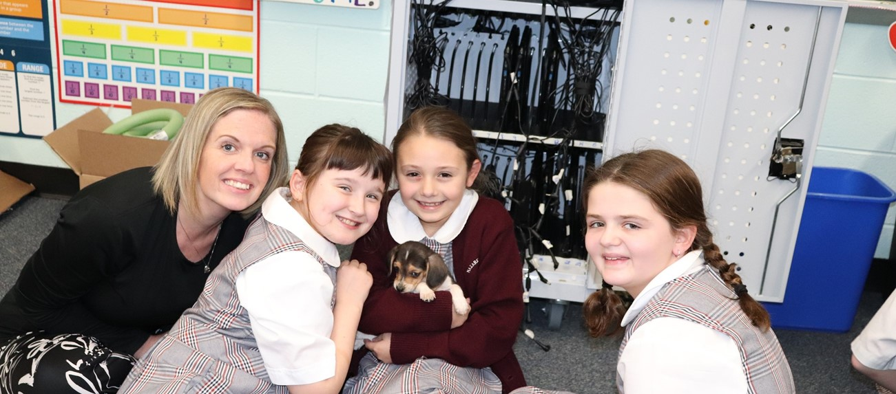 4th graders with puppy